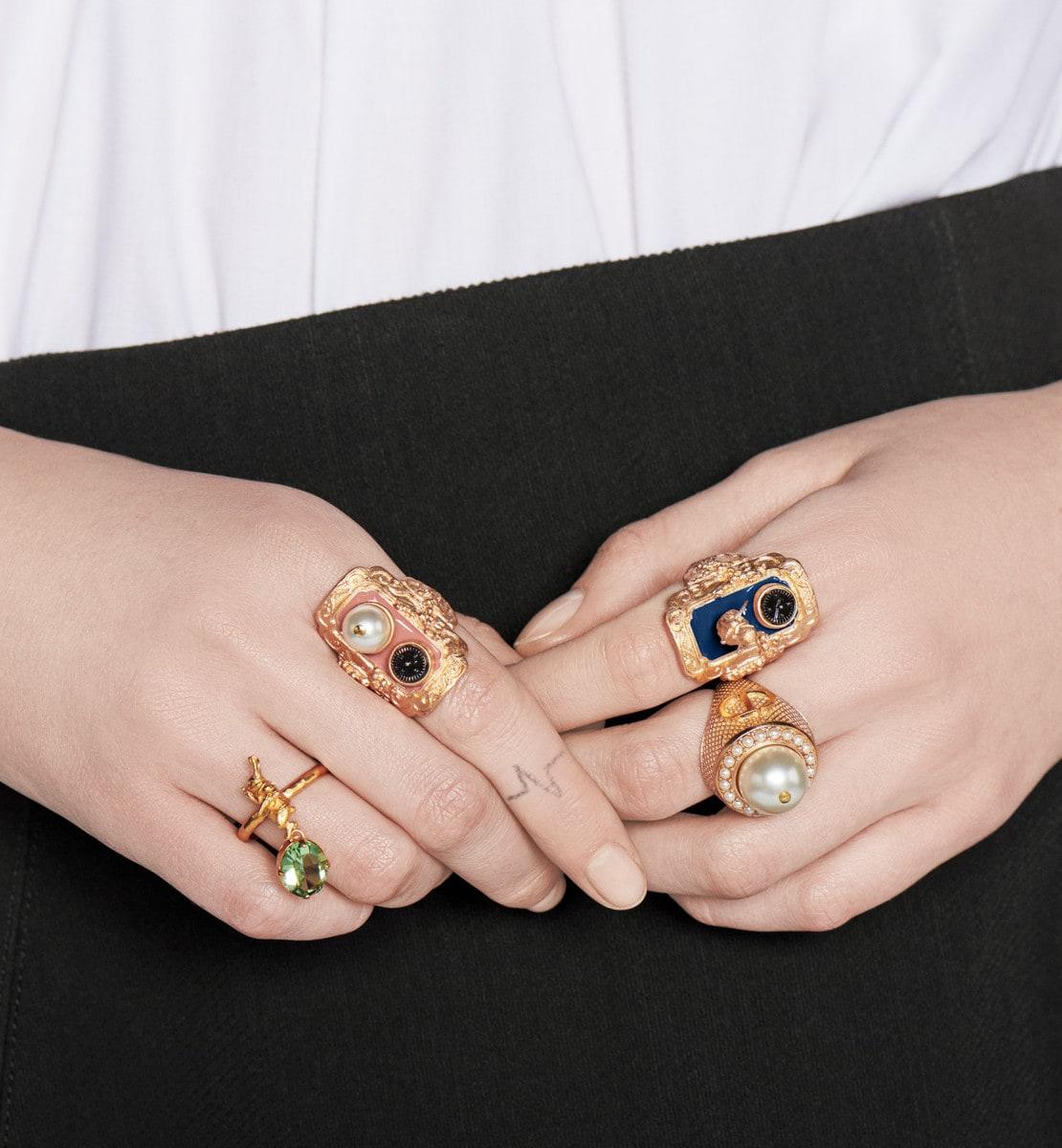 Bague Dior Dream Métal finition dorée et perles en résine blanche